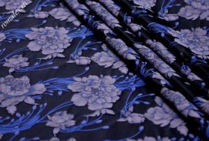 Ткань тафта жаккард «китайская роза» цвет тёмно-синий сиреневые цветы