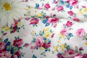 Ткань штапель розы цвет белый-розовый