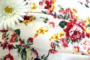 Ткань для одежды искусственная штапель букет цвет красный