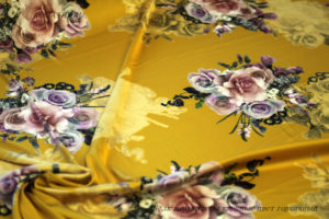 Ткань армани шелк розы крупные цвет горчичный